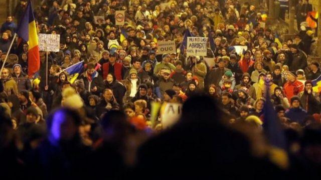 လာဘ်ယူငွေ ဒေါ်လာ ၄၈၀၀ ကျော်မှ ရာဇဝတ်မှု သတ်မှတ်တာကို ကန့်ကွက်ဆန္ဒပြ