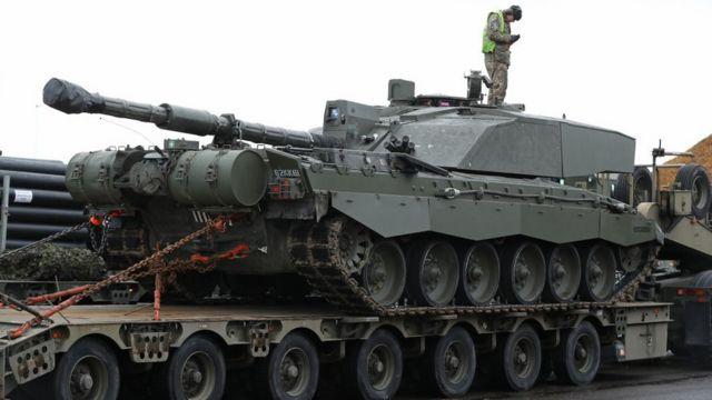 Танк готовится к отправке в Эстонию