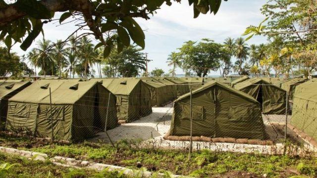 مركز جزيرة مانوس لتجميع اللاجئين