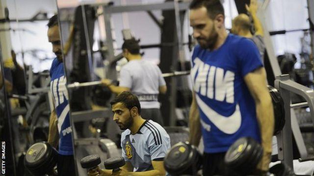 Hombres haciendo ejercicio