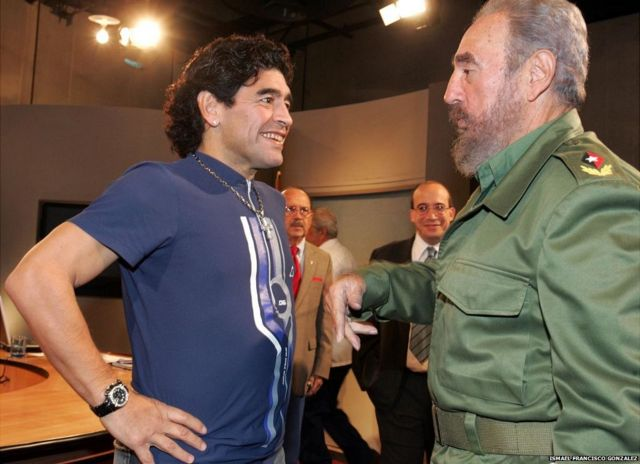 फ़िदेल कास्त्रो के साथ माराडोना