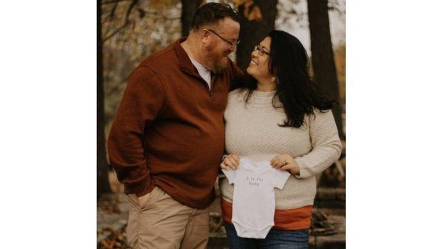 تنتظر جوانا طفلها الأول في شهر حزيران