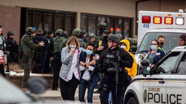 米コロラド州銃乱射、死者と容疑者の身元を警察が発表 - BBCニュース