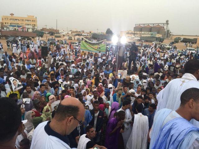 يقف الشارع الموريتاني في حالة من الترقب، في ظل اختلاف في الأولويات ما بين السياسيين والمواطنين العاديين.