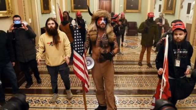 Pengunjuk rasa di Gedung Capitol