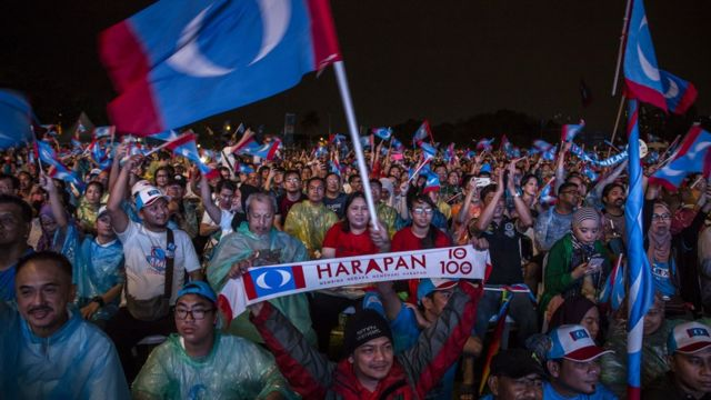馬哈迪爾終結」國民陣線「60多年的執政。