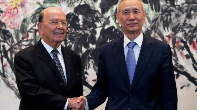 米国のロス商務長官と中国の劉副首相は、両国の貿易赤字減少に取り組むため会談した
