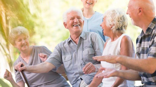 Foto de grupo de personas mayores