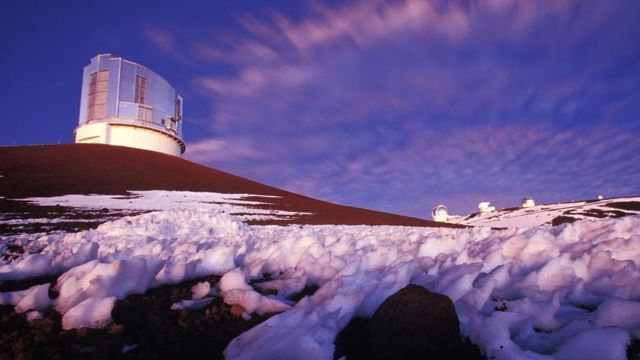 """• در جریان جستجو برای سیاره نهم، تلسکوپ سوبارو در هاوایی دورترین جسمی که تاکنون در منظومه شمسی مشاهده شده را رصد کرد. جرمی آسمانی که با نام """"فارفاراوت"""" (Farfarout) شناخته میشود"""
