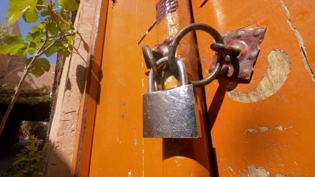 Закрытая на замок дверь в мечеть в Кашгаре