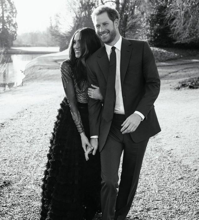 """Kensington Saray'nın paylaştığı bu son fotoğrafın çiftin sevenlerine """"teşekkür mesajı"""" olduğu belirtildi."""