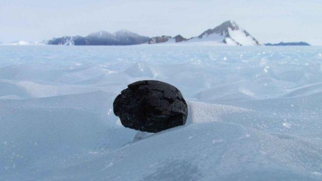 """البحث عن """"نيازك مفقودة"""" في القارة القطبية الجنوبية"""