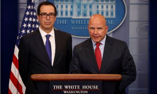 ムニューシン財務長官(写真左)とマクマスター大統領補佐官(同右)は、ベネズエラの民主主義への懸念を表明した(31日、ワシントン)