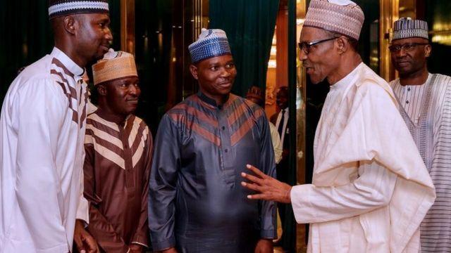 Aworan aarẹ Buhari nibi ipade pẹlu awọn ti wọn jajabọ lọwọ Boko Haram