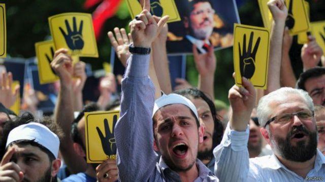 اعتصامات مؤيدة للرئيس المصري السابق محمد مرسي