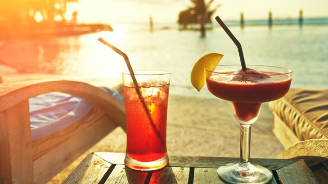 Drinques ao pôr do sol