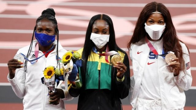 Gabby Thomas (right) on the women's 200m podium at the Tokyo Games