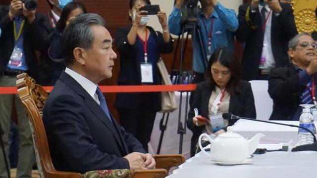 Tại hội nghị, ông Vương Nghị, Bộ trưởng Ngoại giao Trung Quốc hối thúc các nước ASEAN nới lỏng các lệnh cấm đối với các công dân Trung Quốc và các hạn chế du lịch khác.