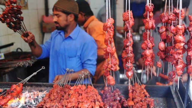 ভারতে মুসলমানদের অনেকেই নানাভাবে মাংস ব্যবসার সঙ্গে জড়িত