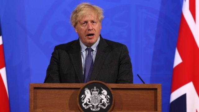 Por variante Delta de covid, Reino Unido posterga fin del confinamiento
