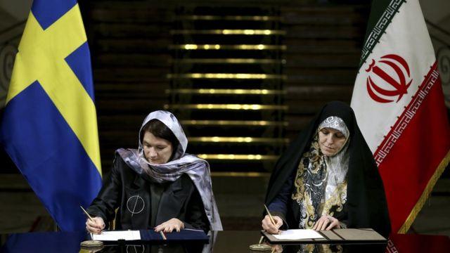 وزيرة التجارة السويدية توقع اتفاقية في طهران مع نائبة روحاني لشؤون المرأة والأسرة شاهيندوخت ملافيرد