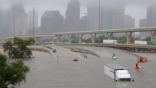 Una autopista inundada en Houston