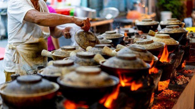 Mercado de comida de rua em Cingapura
