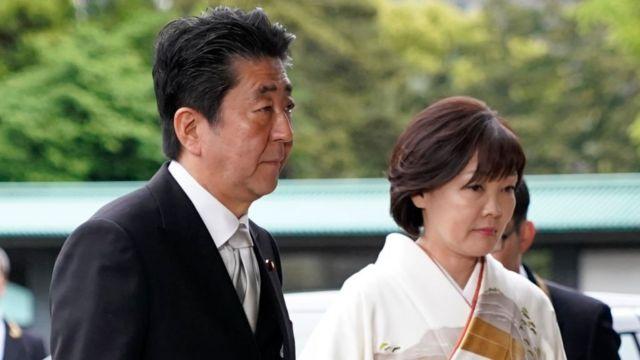 Thủ tướng Nhật Bản Shinzo Abe và vợ hồi năm 2019