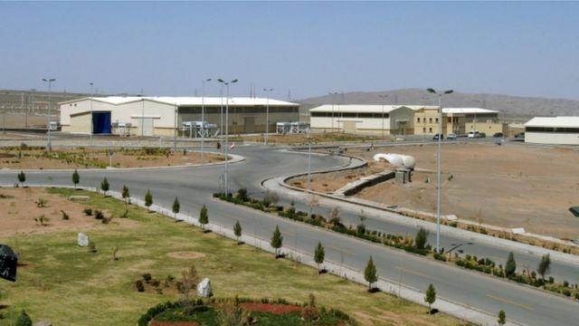 تقع منشأة نطنز لتخصيب اليورانيوم على بعد 250 كيلومترا جنوبي العاصمة الإيرانية طهران