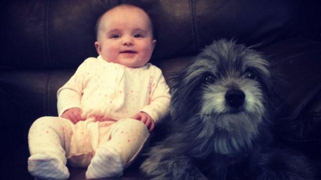 妮科爾的女兒維奧莉特(Violet)與克洛