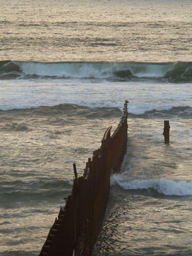 Frontera entre Tijuana y San Diego en el mar