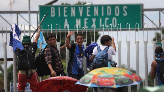 Migrantes en la frontera con México