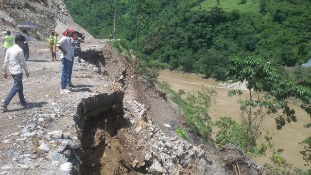 नारायणघाट-मुग्लिन सडकको एक पहिरोग्रस्त क्षेत्र