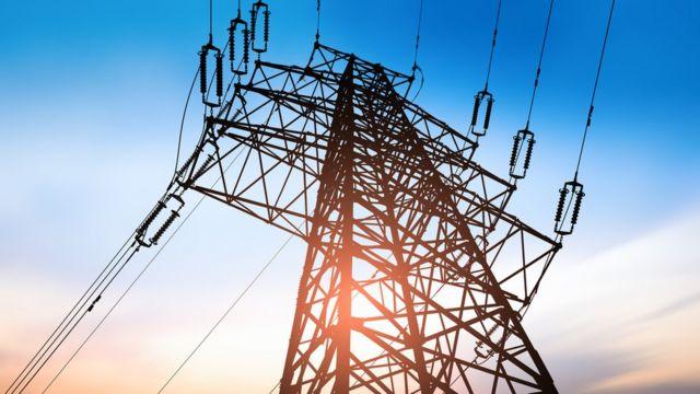 Linha de transmissão de energia
