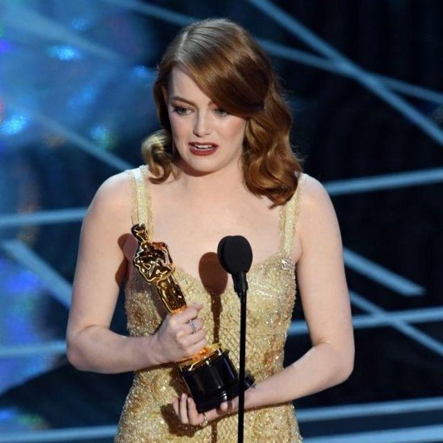 Emma Stone recibe su estatuilla