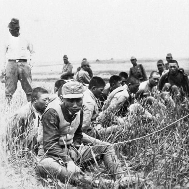 Japanese guards/Chinese POWs