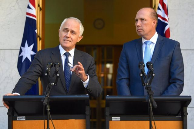 Malcolm Turnbull y ministro de inmigracion, Peter Dutton