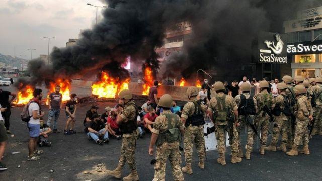 Protes dan petugas keamanan di Lebanon