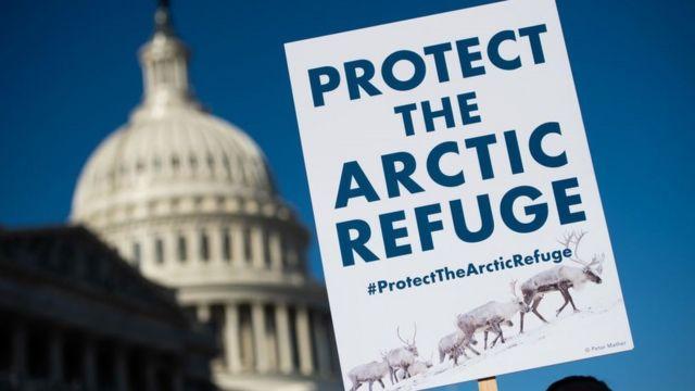 Arktik Yabani Hayatı Koruma Bölgesi'nin kuruluşunun 58. yıldönümünde Washington'da bir gösteriden pankart, Aralık 2018