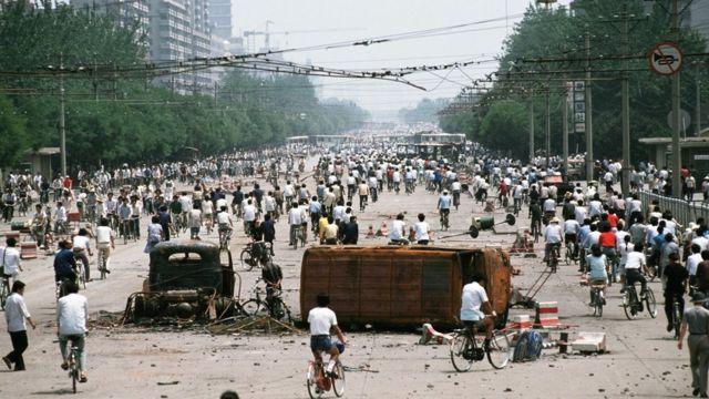 Đại lộ Tràng An, Bắc Kinh: cảnh đập phá xe cộ của người biểu tình