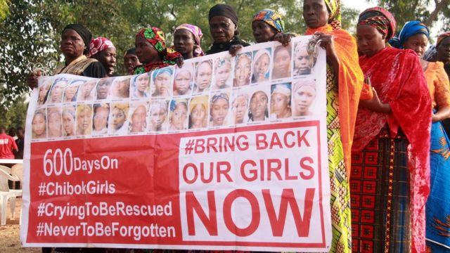 拉致された少女らの救出を訴える人々(今年1月)