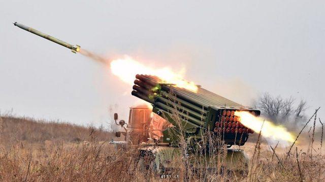 Обидві сторони конфлікту на Донбасі продовжують звинувачувати одна одну в обстрілах населених пунктів на півдні Донецької області