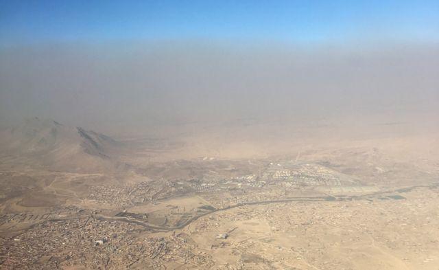 Вид на Афганистан из окна самолета
