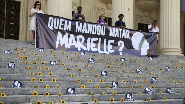 Ato Amanhecer por Marielle e Anderson na escadaria da Assembleia Legislativa do Rio de Janeiro (Alerj) marca um ano da morte da vereadora Marielle Franco e seu motorista Anderson Gomes