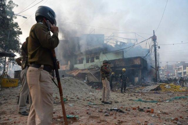 أحرقت سيارات أثناء الاشتباكات