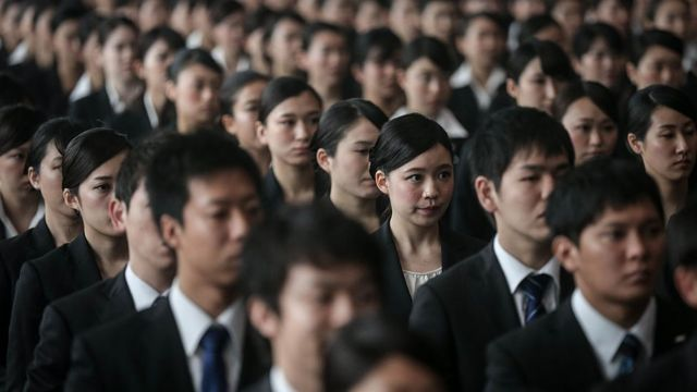 Empleados de All Nippon Airways Holdings (ANA) en Tokio.