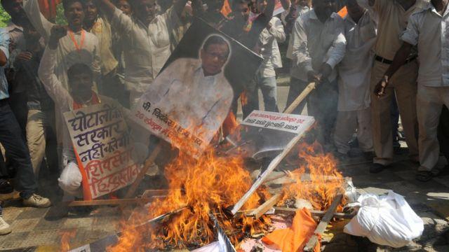 यूपीए सरकारच्या घोटाळ्यांमुळे विरोधकांनी केलं आक्रमक आंदोलन