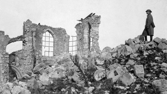 Una iglesia en ruinas en Francia después de que las tropas estadounidenses expulsaron a las tropas alemanas de la ciudad. (Foto: Ejército de EE.UU.)