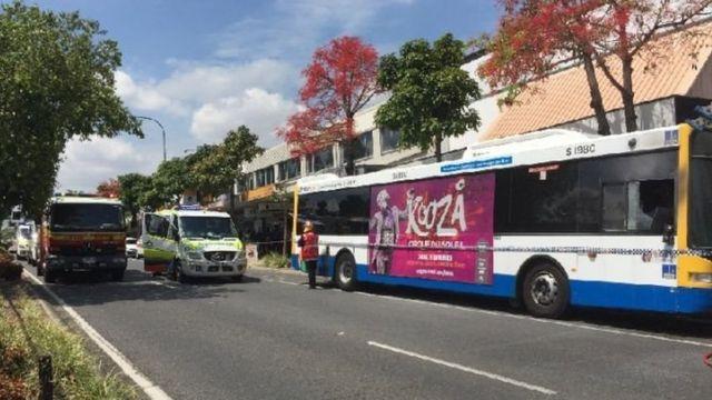 Enam orang penumpang diselamatkan atas bantuan seorang sopir taksi yang membuka paksa pintu belakang bus itu.