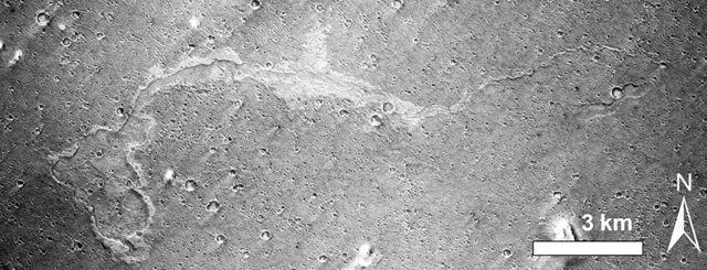 Mars'ta çamur akıntısı olduğu düşünülen bir iz